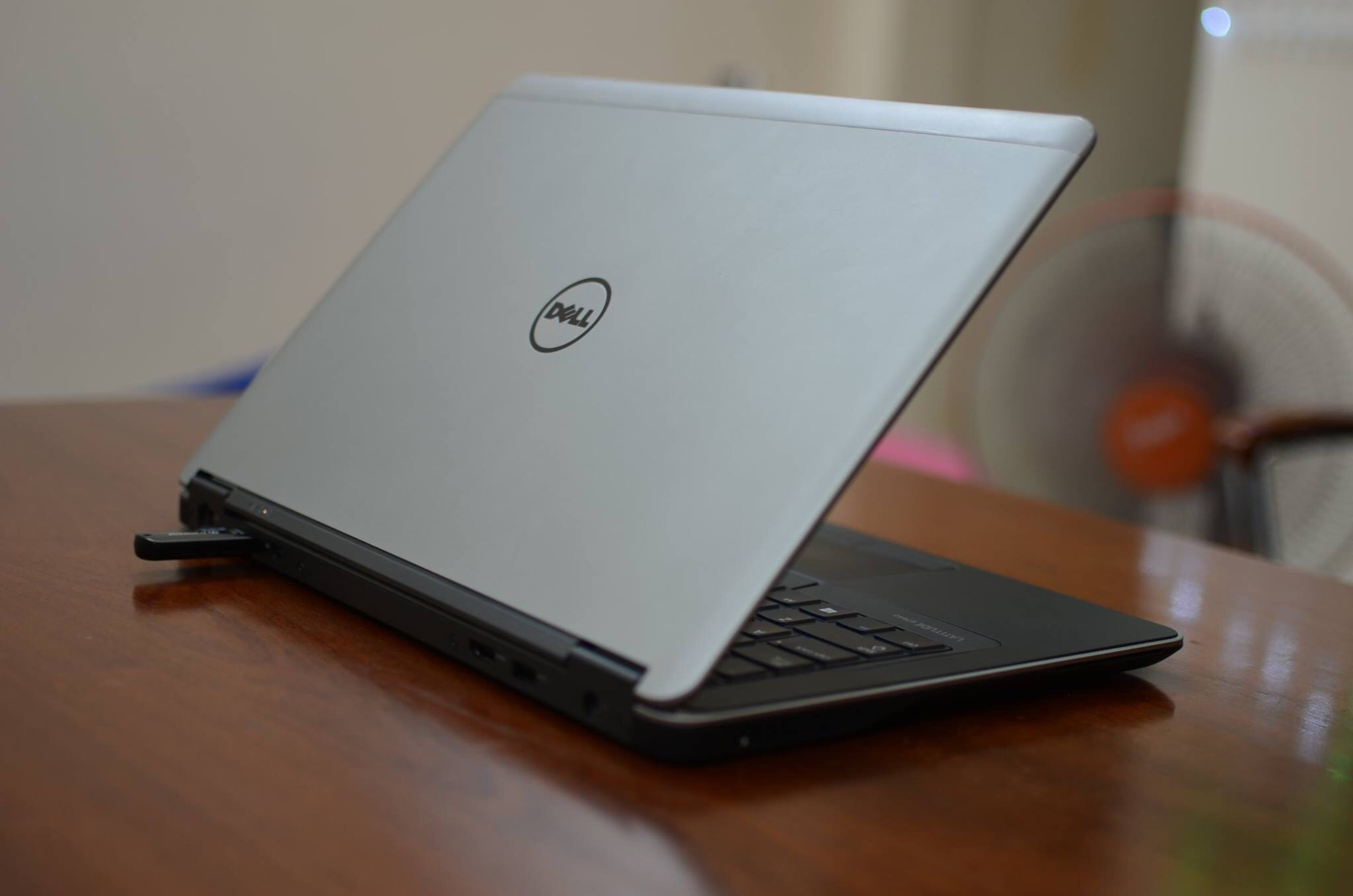 DELL LATITUDE E7240-i5 ULTRABOOK HASWELL ( HẾT HÀNG )